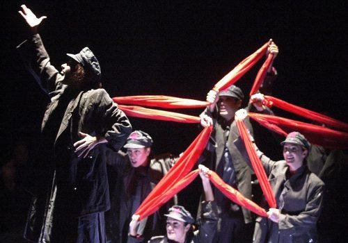 Grupo de teatro de Espana obra Exiliadas en el gremio de Canillitas. Foto de Jose Gabriel Hernandez - 28-09-01